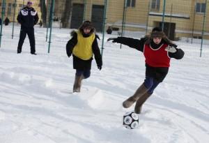 Футболом можно также заниматься в различных кружках и секциях