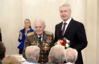 Мэр Москвы Сергей Собянин вручил ветеранам юбилейные медали «70 лет Победы»