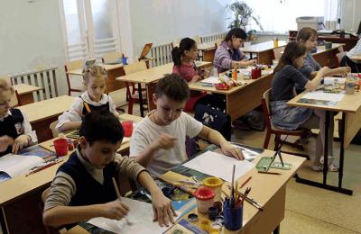 Малообеспеченным семьям Москвы помогут собрать детей в школу