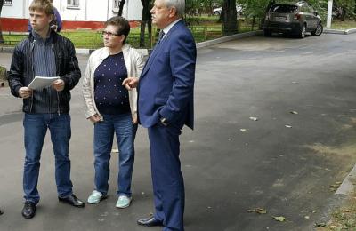 Муниципальные депутаты провели приемку двух дворов по Каспийской улице