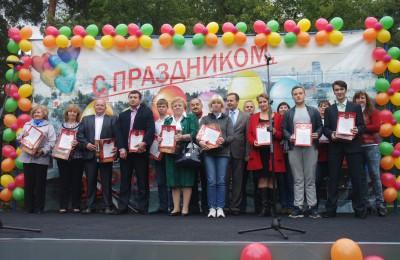 """В ходе праздника """"Золотая осень"""" активных жителей района наградили ценными подарками и грамотами"""