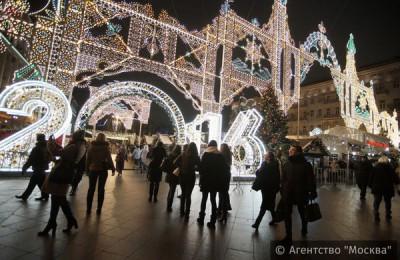 Туристы приезжали на фестиваль «Путешествие в Рождество», площадки которого приняли около 11 миллионов человек