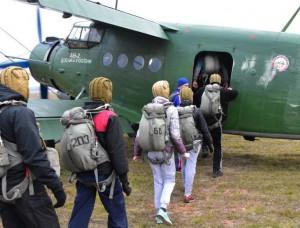 Участники парашютного клуба