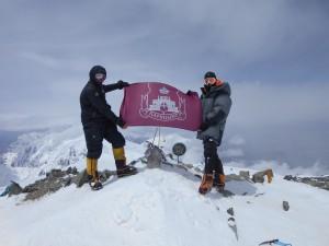 Флаг района Царицыно на высоте 7134 м