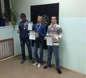 Участники турнира по дартсу
