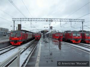 На пригородных платформах в ЮАО в предновогодние дни будут останавливаться дополнительные поезда