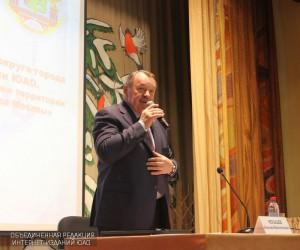 Префект Южного округа Алексея Челышева на встрече с жителями ЮАО