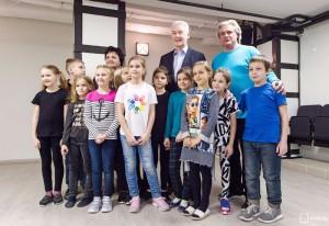 """Собянин осмотрел детский """"Театр на набережной"""" после капремонта"""