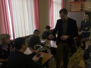 Управлять квадрокоптером научили местных педагогов в школе №870