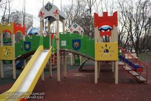 В районе Царицыно провели ремонт малых архитектурных форм на детской площадке во дворе дома 10, корпус 3 на Ереванской улице