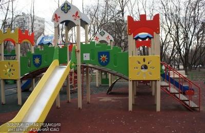 Детская площадка в районе
