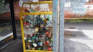 Сетчатые контейнеры для сбора пластиковых бутылок установили в районе Царицыно