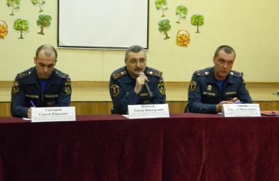 Представители МЧС на встрече с жителями