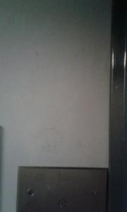 Стены лифта очистили от вандальных надписей