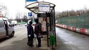 По просьбе местного жителя на остановке «Каспийская улица» установили урну
