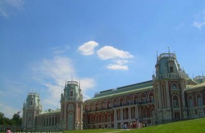 Выставка «Люди должны быть разными» началась в Малом Дворце музея-заповедника