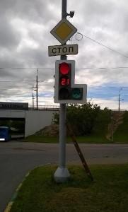 Светофор на перекрестке Каспийской и Бакинской улиц вернули в нормальное положение