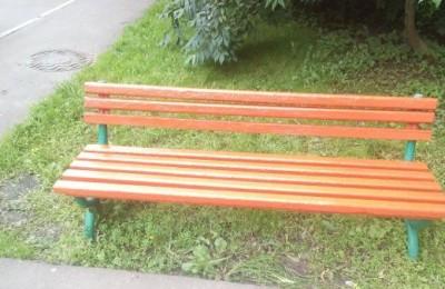 После жалобы скамейку привели в порядок
