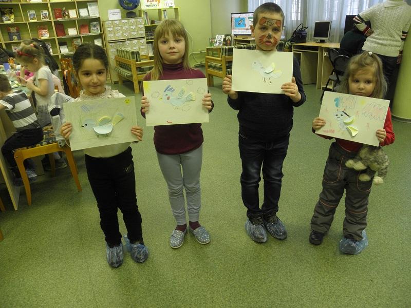 Маленькие участники занятия в библиотеке №141