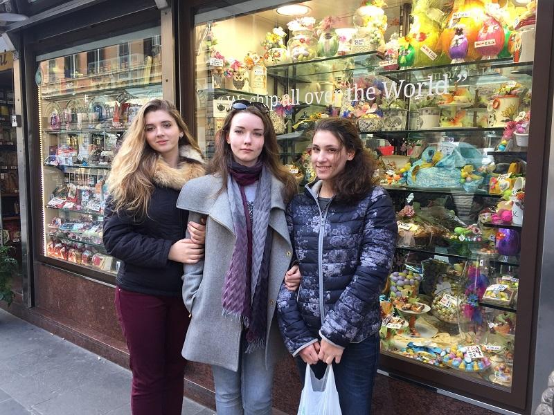 Студентки колледжа в Италии