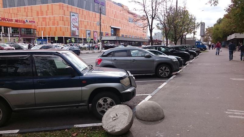 Паркинг у ТЦ