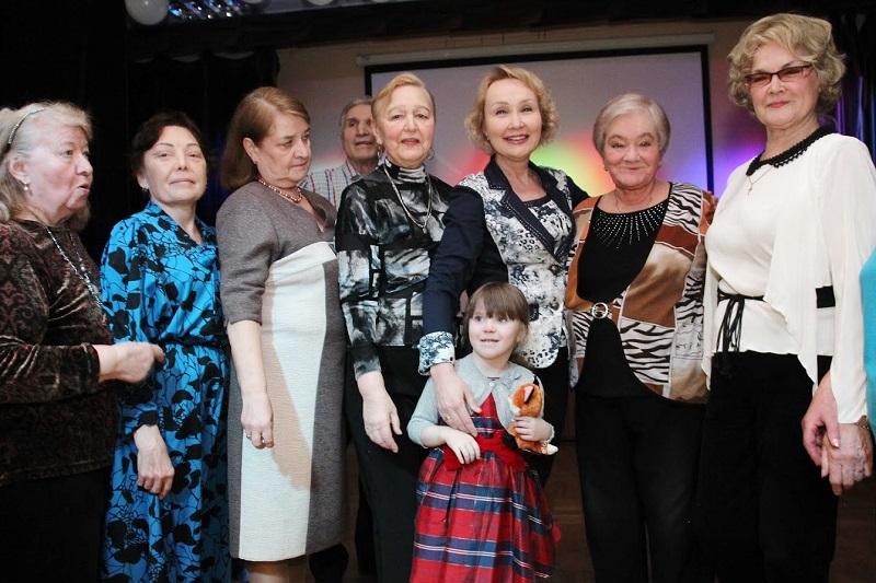 Глава муниципального округа Царицыно Елена Самышина поздравила жительниц района с Международным женским днем 8 Марта