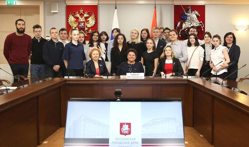 Школьники Царицына посидели в креслах депутатов