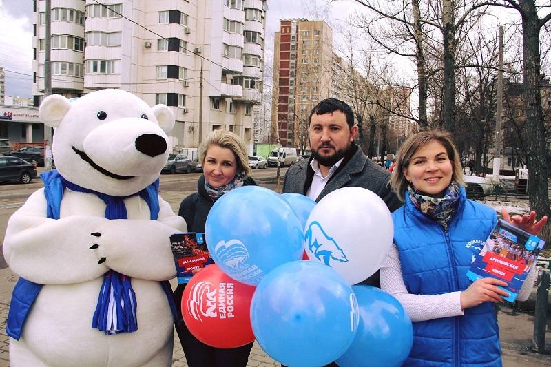 Муниципальные депутаты поздравили жителей с пятилетием воссоединения Крыма с Россией