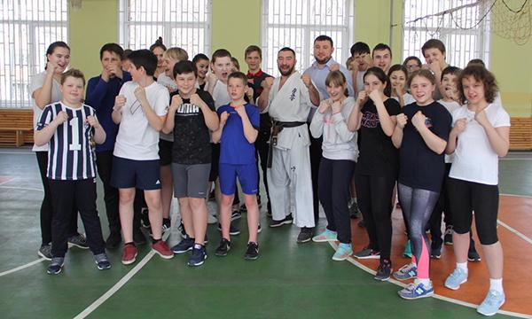 Депутат Дмитрий Хлестов: «Уроки физкультуры со звездой» - отличная мотивация для детей!