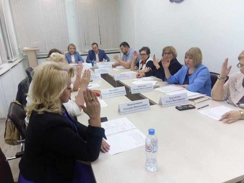 Муниципальные депутаты обсудили ход призывной кампании и дали «добро» на установку шлагбаумов