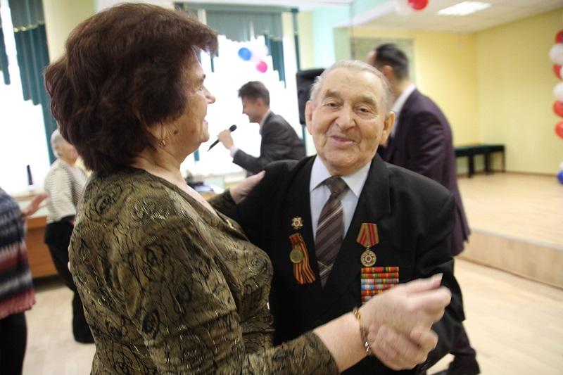 Ретро-дискотека «Не стареют душой ветераны» прошла в Царицыне
