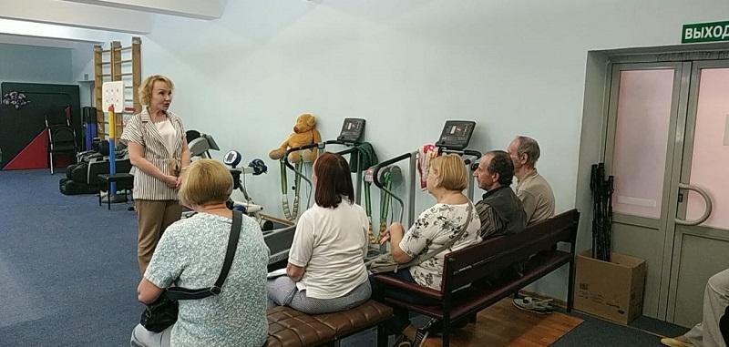 Елена Самышина встретилась с участниками программы «Московское долголетие»