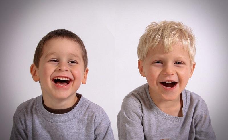 «Должны смеяться дети!», вернисаж, праздник, библиотека 139, вокальный ансамбль «Самые Небесамые», студия детской хореографии «Антураж»