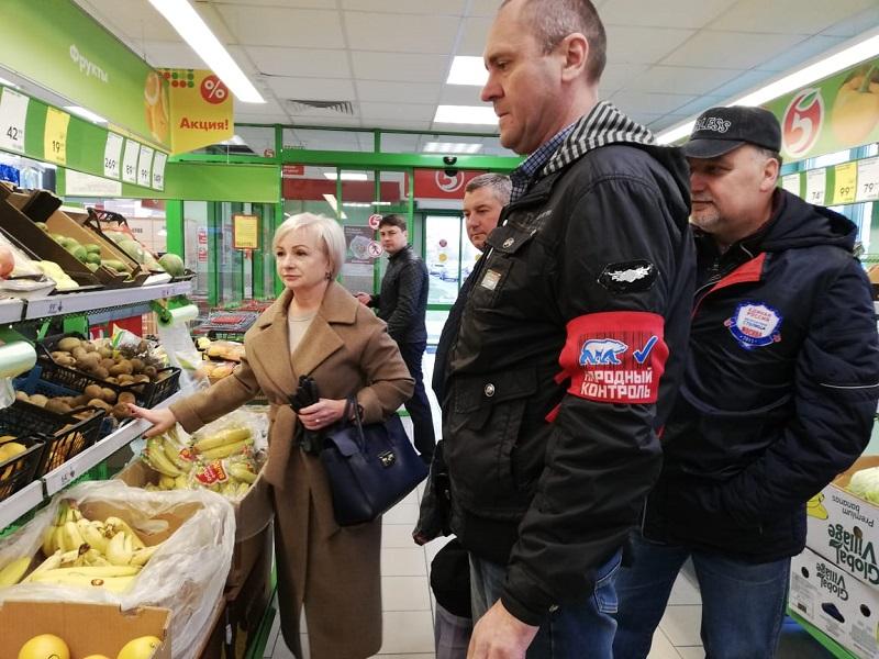 За чистоту торговых рядов: Местные депутаты приняли участие в рейде «Народный контроль»