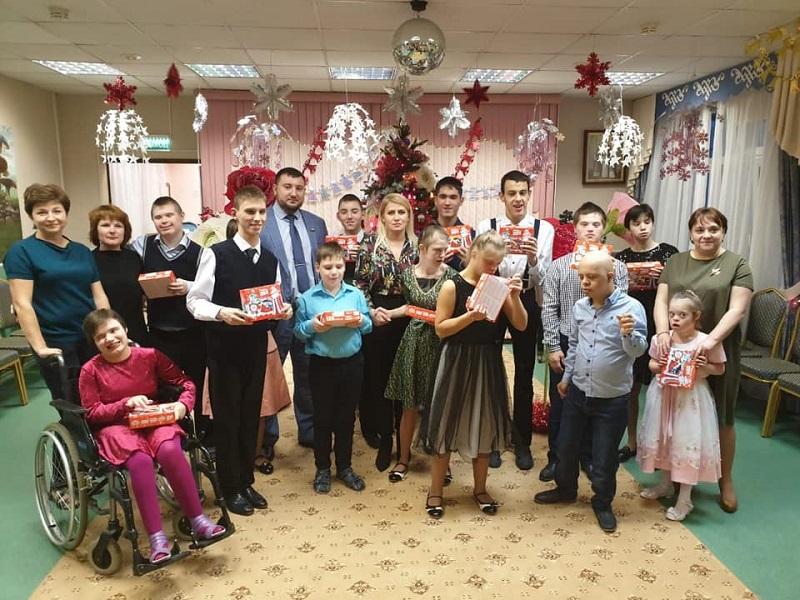 «Вера. Надежда. Любовь»: Дмитрий Хлестов поздравил воспитанников центра с Новым годом и Рождеством