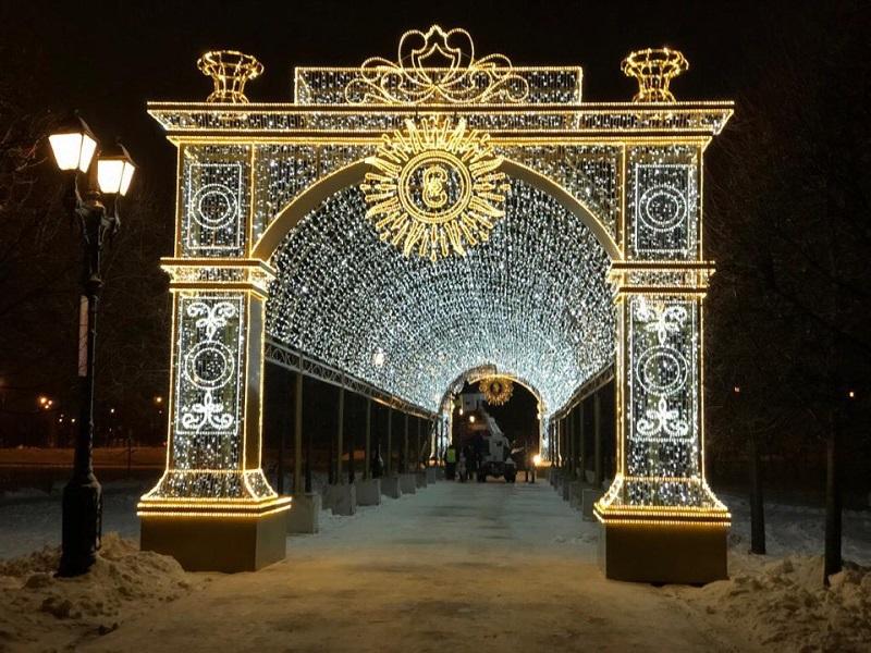 Руководитель аппарата Совета депутатов муниципального округа Царицыно Валентина Алпеева поздравила жителей района с наступающим Новым годом и Рождеством